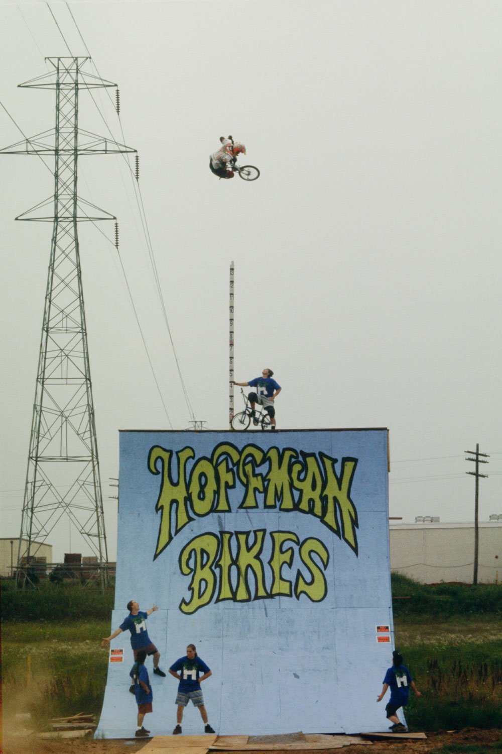 https://hoffmanbikes.com/wp-content/uploads/2015/11/Mat-Hoffman-1991-Big-Air.jpg